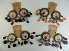 Aro chapón madera estampada, pompones y cuentas