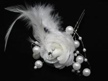 Horquilla rosa con perlas y plumas x unidad